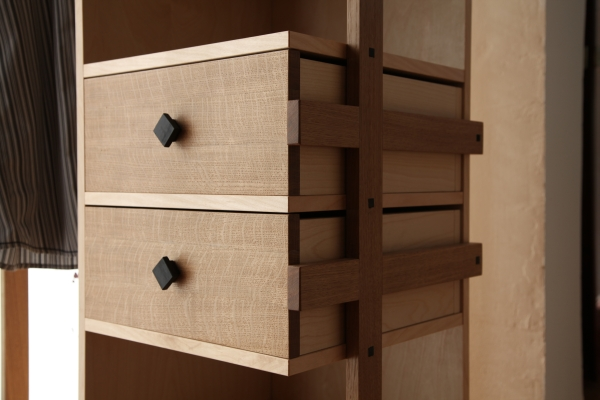 garderobe frau holz. Black Bedroom Furniture Sets. Home Design Ideas