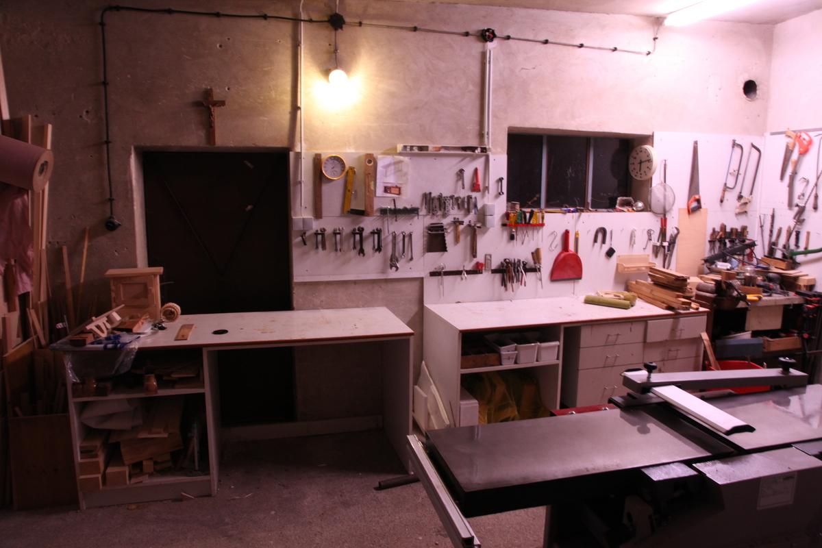 werkstatt renovierung frau holz. Black Bedroom Furniture Sets. Home Design Ideas